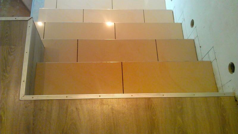 Pokládka dlažby na schodiště: img00083-jpg
