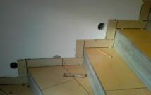 Hodinový manžel Praha: Pokládka dlažby na schodiště