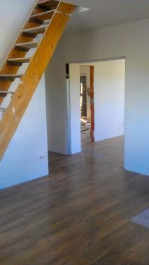 Hodinový manžel Praha: Pokládka plovoucí podlahy v domě